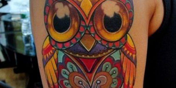 tattoos-de-corujas-con-muchos-colores