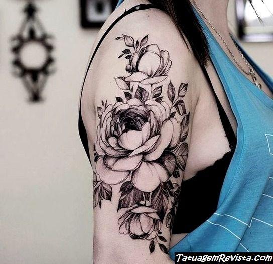 tatuagems-de-rosas-no-ombro-1