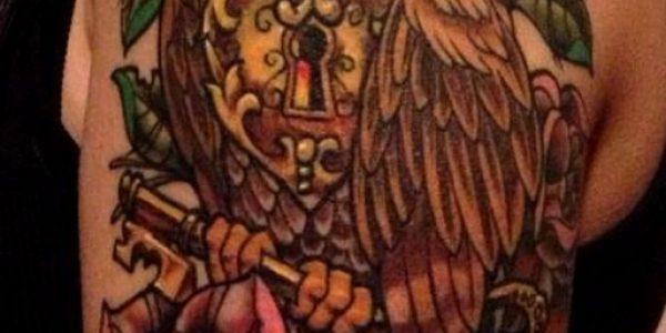 tatuagens-de-corujas-con-candado-de-corazon