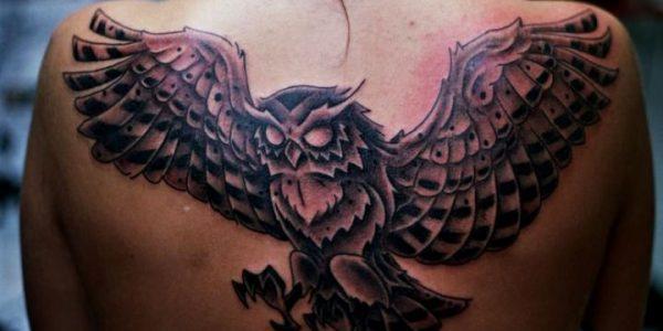 tatuagens-de-corujas-en-la-espalda-1