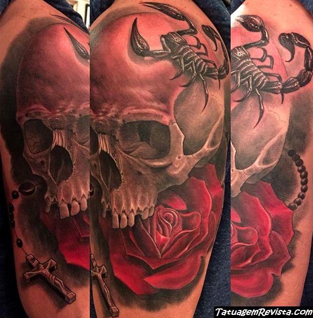 tatuagens-de-escorpio-con-flores-2