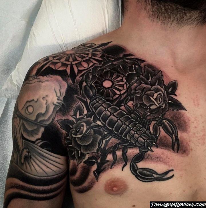 tatuagens-de-escorpio-con-flores-4