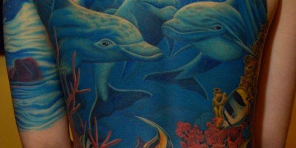 tatuagens-de-golfinhos-en-el-mar