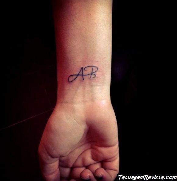 tatuagens-de-iniciales-en-la-pulso-2