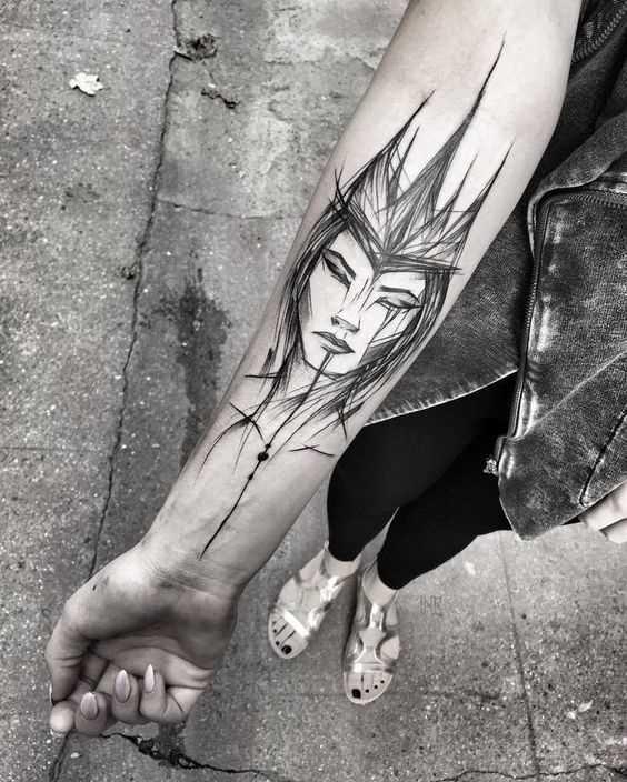 A foto da tatuagem de uma menina no estilo gráfico no antebraço da menina