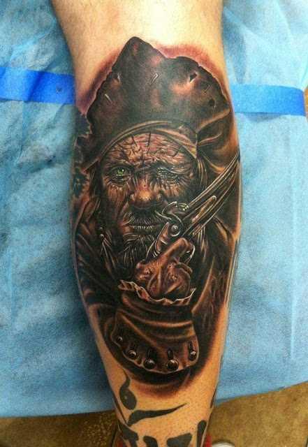 A imagem de um pirata sobre a perna de um cara