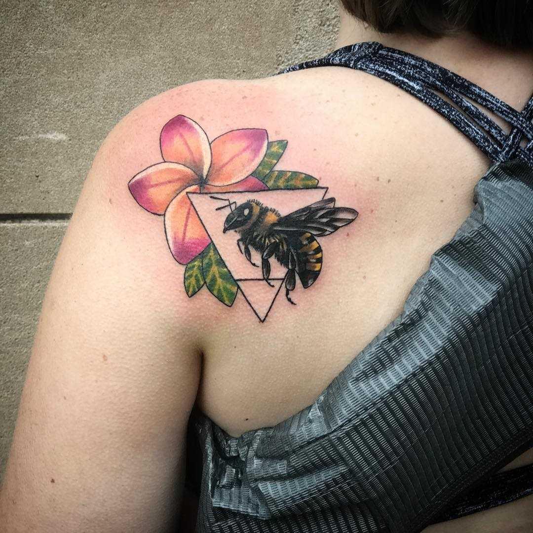 A imagem de uma abelha de flor em lâmina de meninas