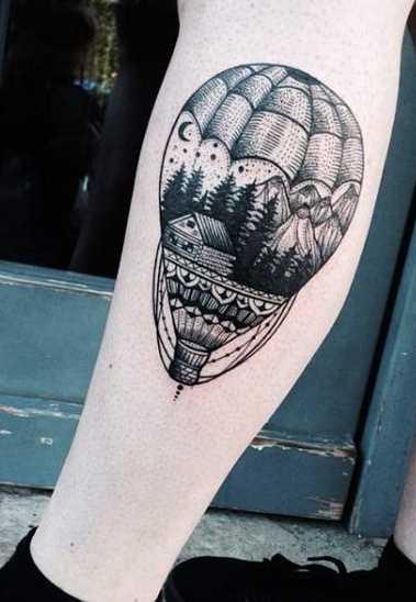 A imagem do balão de ar sobre a perna de um cara