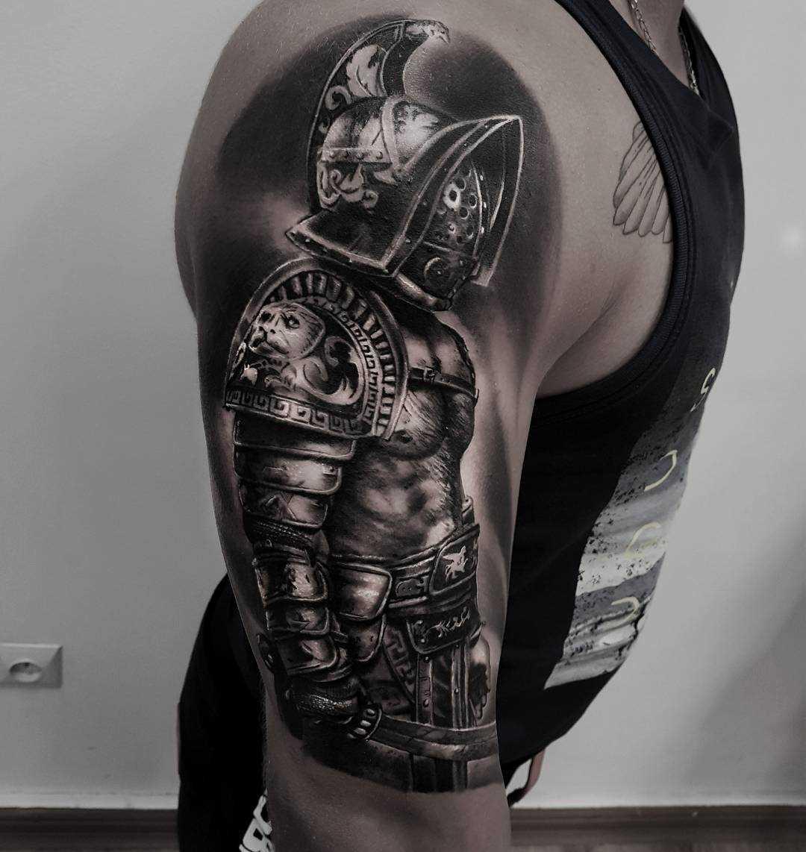 A imagem do gladiador no ombro de homens