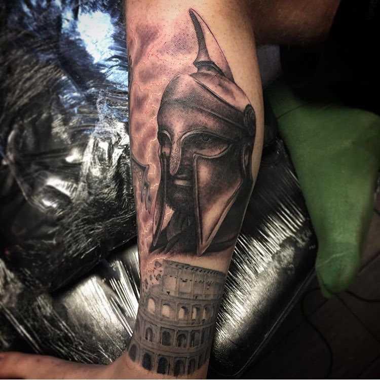 A imagem do gladiador sobre a perna de homens