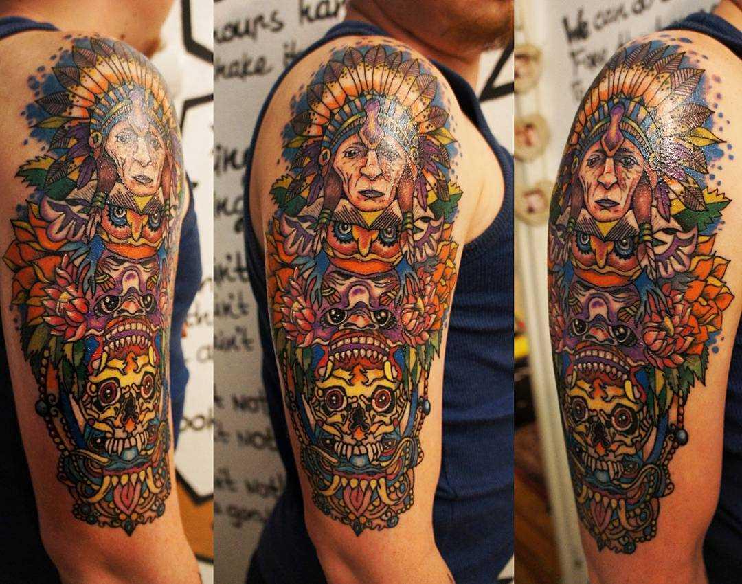 A imagem do totem no ombro do cara