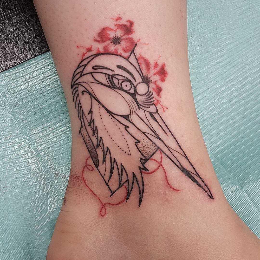 A tatuagem da cegonha-t menina