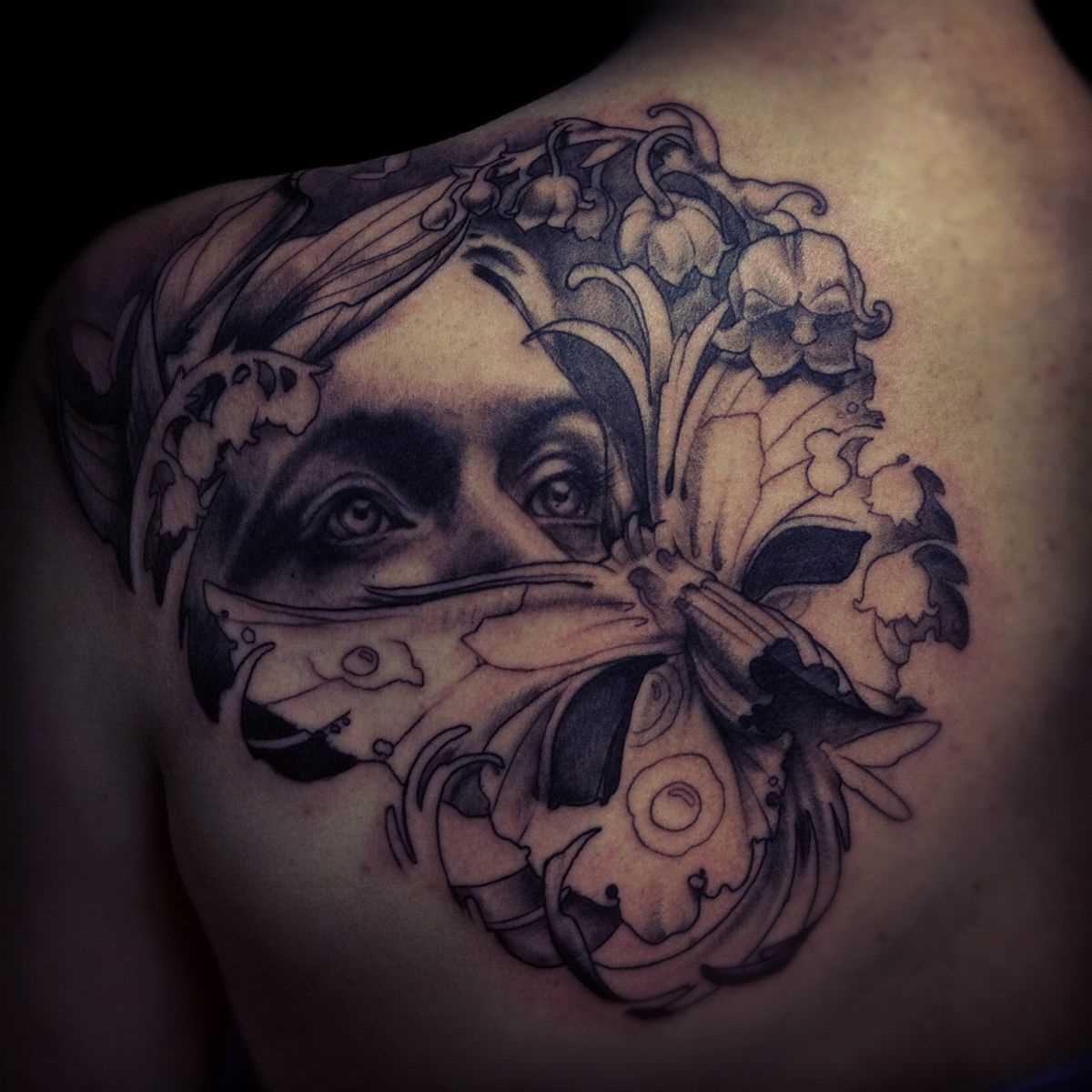A tatuagem de blade o cara - a menina para dentro da máscara