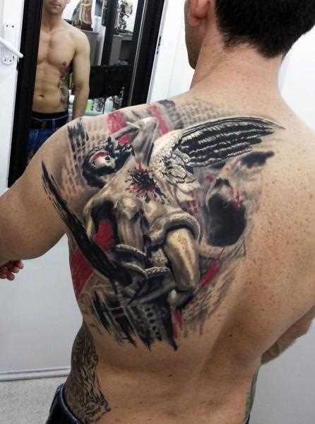 A tatuagem de blade o cara - de- anjo ferido