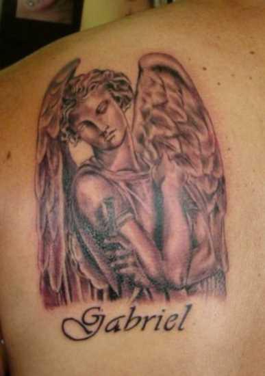 A tatuagem de blade o cara - de- anjo