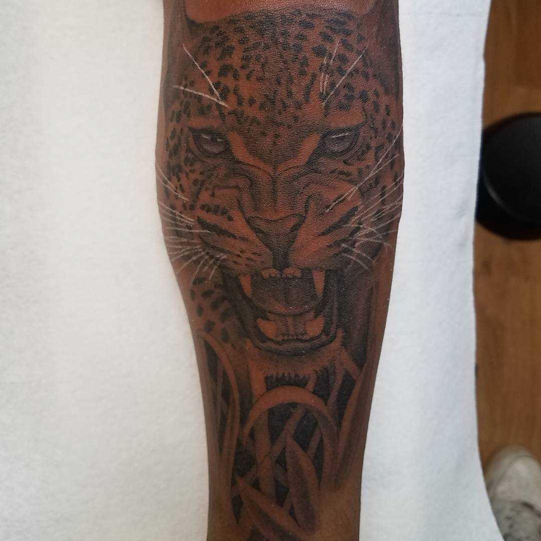 A tatuagem de chita no antebraço cara