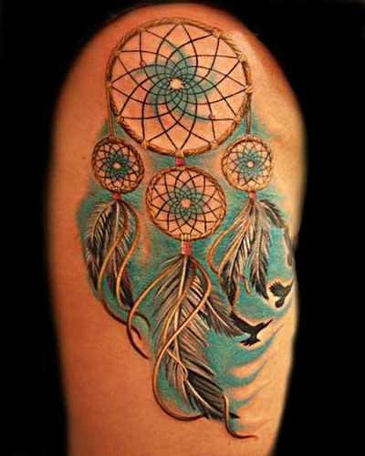 A tatuagem de uma menina no ombro -, é uma armadilha para os sonhos