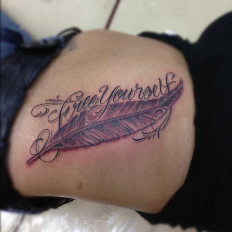 A tatuagem do cara na mão - caneta