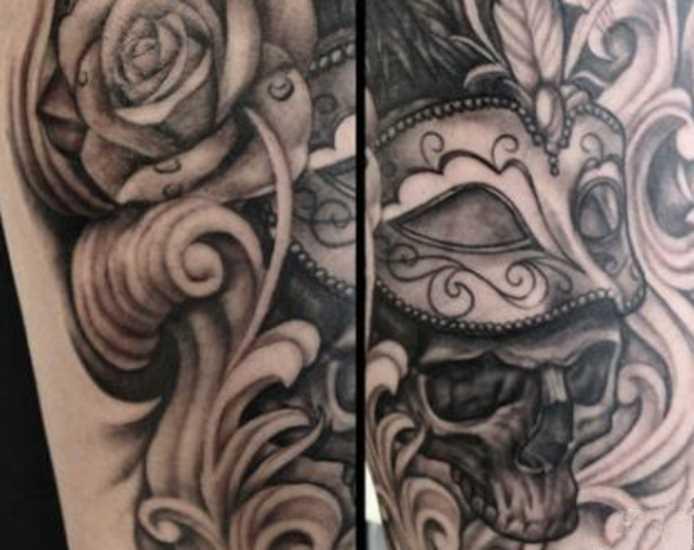 A tatuagem do cara no antebraço - a máscara e o crânio