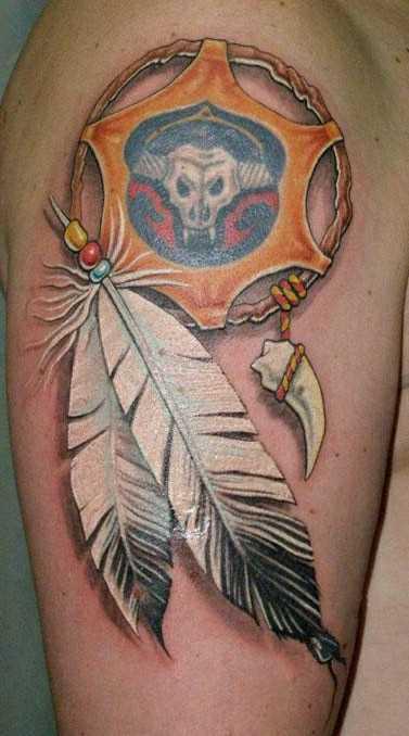 A tatuagem do cara no ombro - apanhador de sonhos