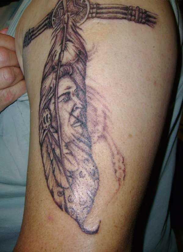 A tatuagem do cara no ombro - caneta