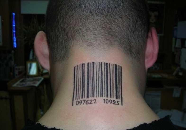 A tatuagem do cara no pescoço com a imagem do código de barras