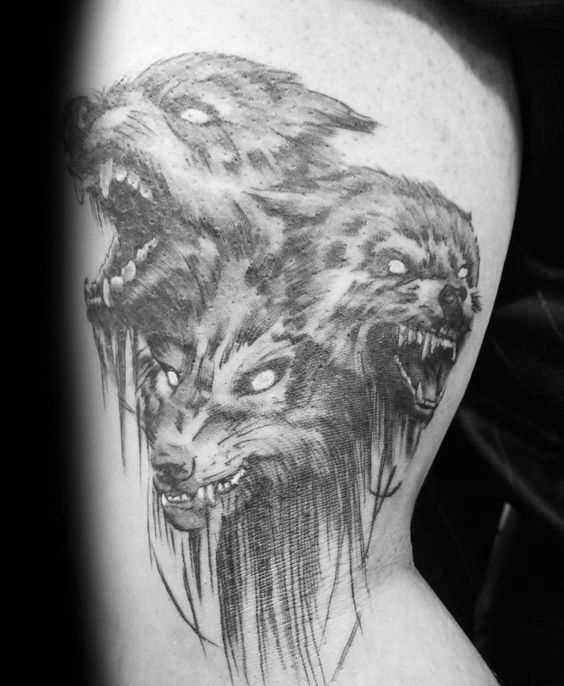 A tatuagem e negativo no quadril cara