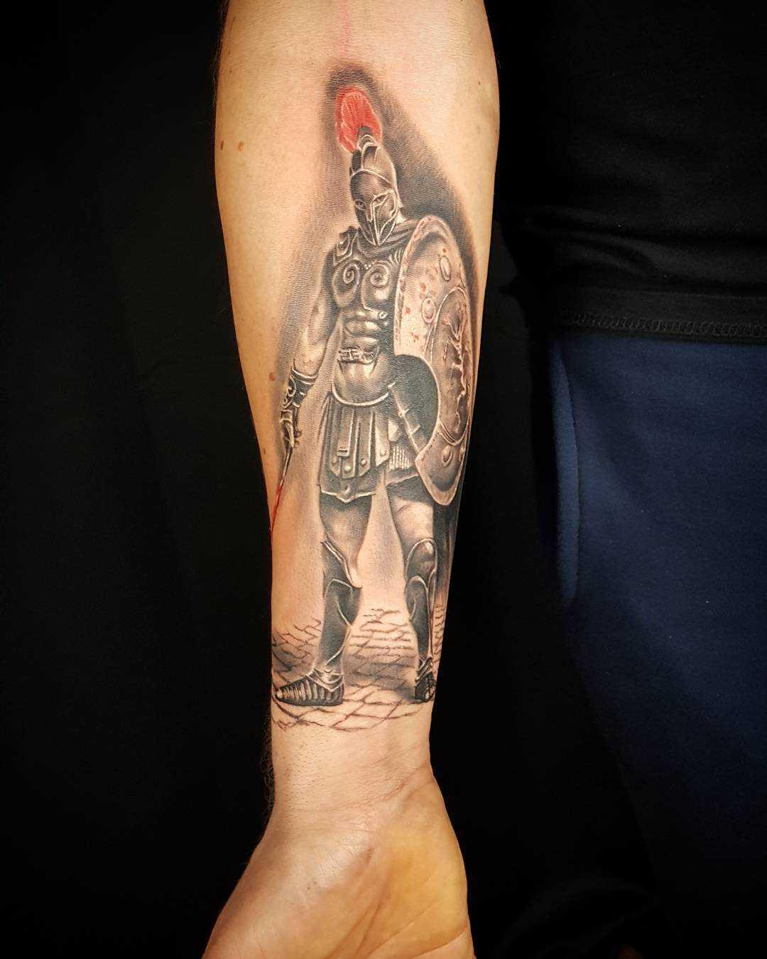A tatuagem espartano no antebraço cara