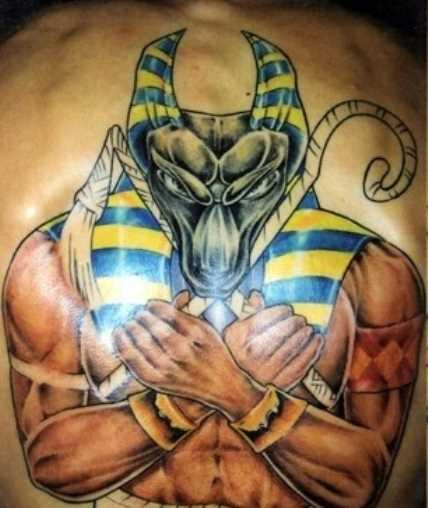 A tatuagem nas costas do cara - of anubis