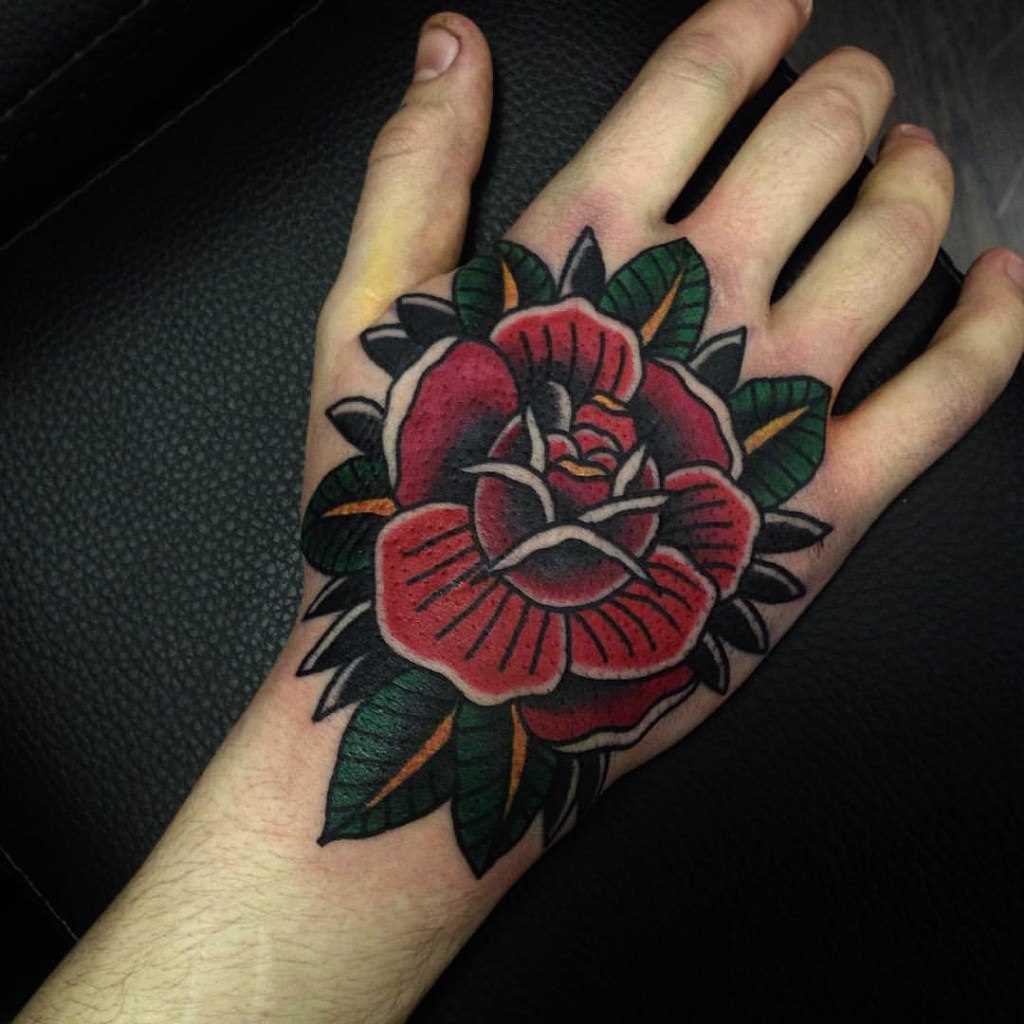 A tatuagem no estilo oldschool no pincel cara - rosa