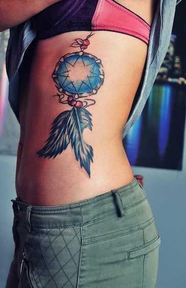 A tatuagem no lado da menina - é uma armadilha para os sonhos