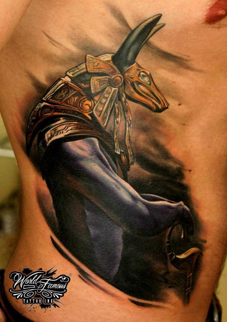 A tatuagem no lado do cara - of anubis