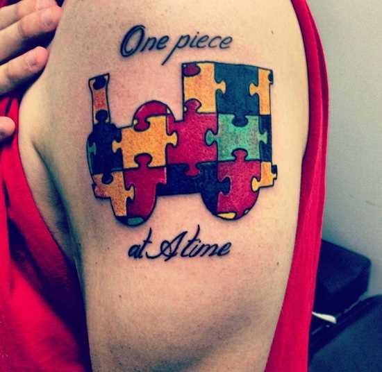 A tatuagem no ombro da menina - quebra-cabeças