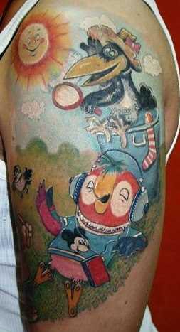 A tatuagem no ombro de um cara - de- papagaio Cache