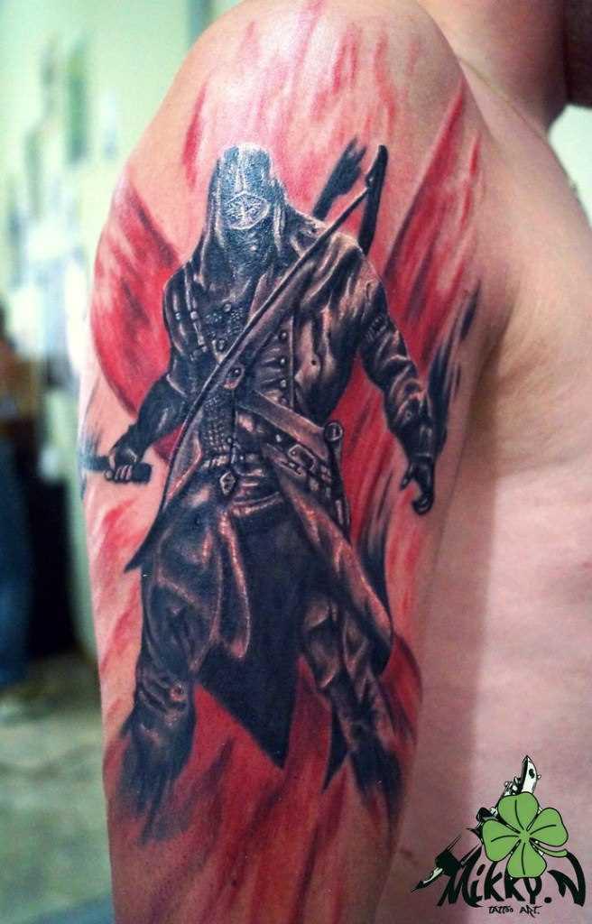 A tatuagem no ombro de um cara - samurai