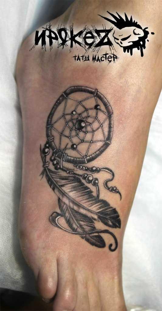A tatuagem no pé da menina - apanhador de sonhos