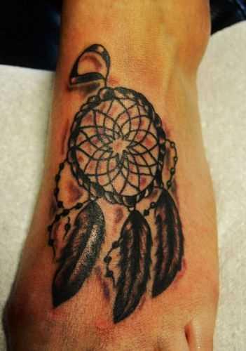 A tatuagem no pé de uma menina - o apanhador de sonhos