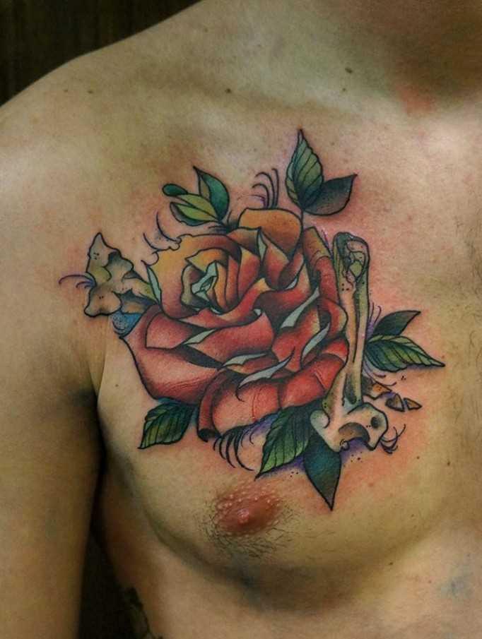 A tatuagem no peito de um cara - de- rosa