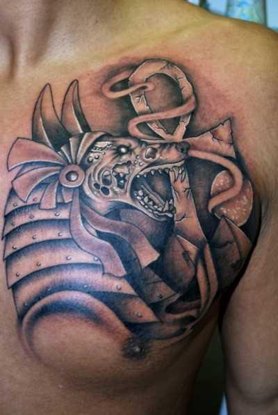 A tatuagem no peito do cara - of anubis