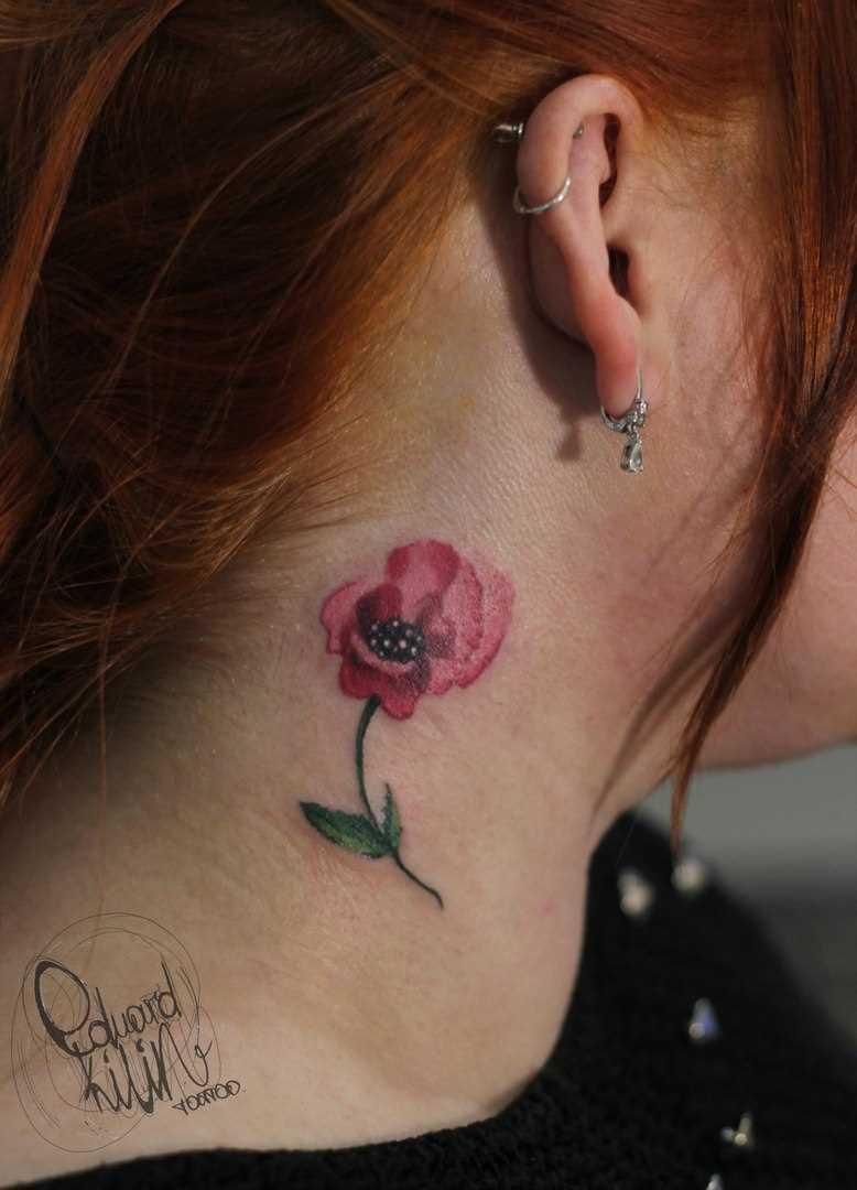 A tatuagem no pescoço da menina - mack