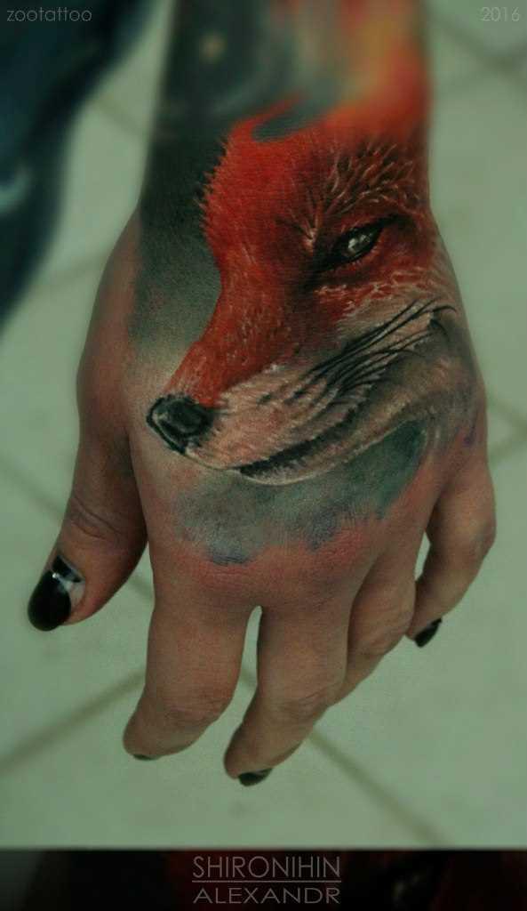 A tatuagem no pincel, as meninas - raposa