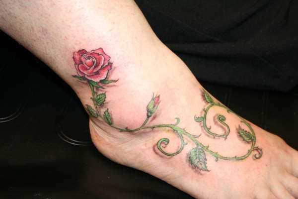 A tatuagem no tornozelo preto, as meninas - rosa
