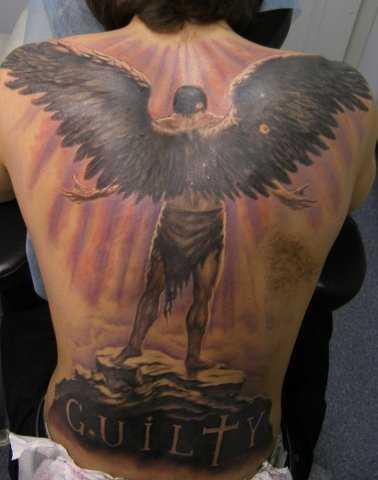 Anjo caído - a tatuagem nas costas do cara