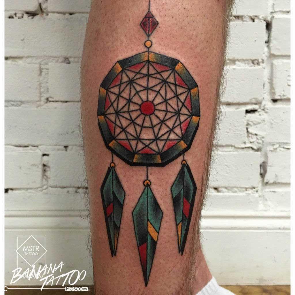 Apanhador de sonhos - uma tatuagem na perna de um cara