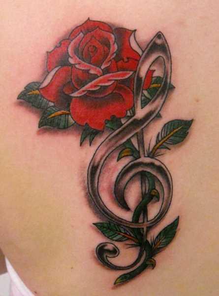 Bela tatuagem blade a menina - a clave de sol e rosa