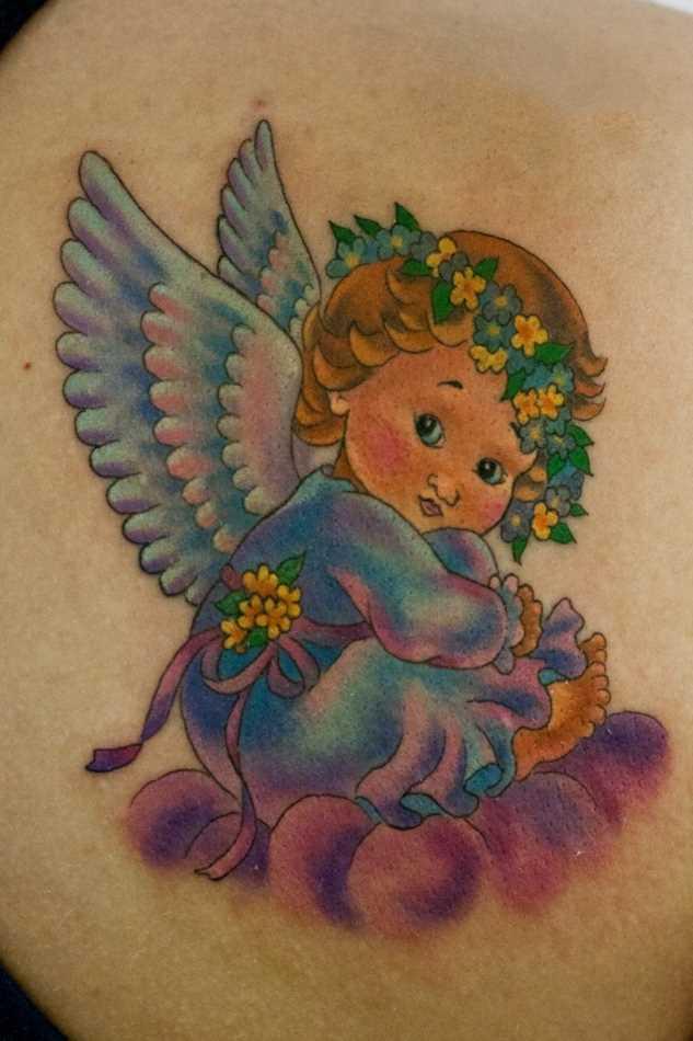 Bela tatuagem blade a menina - anjo em forma de criança
