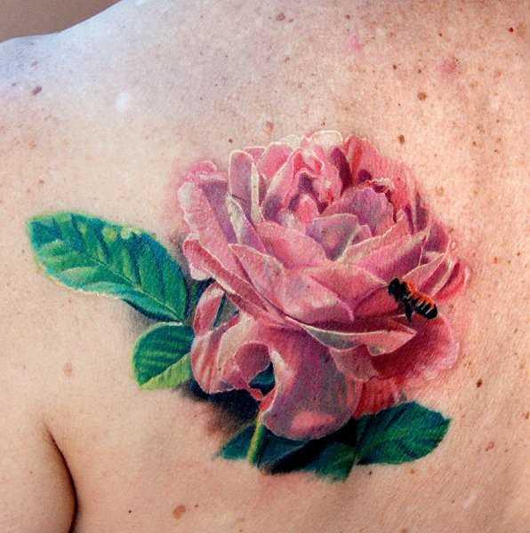 Bela tatuagem blade a menina - rosa e uma abelha