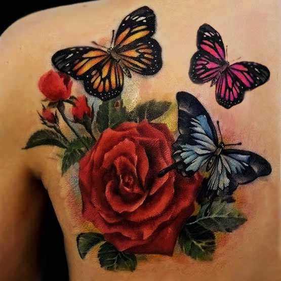 Bela tatuagem blade menina - rosa vermelha e uma borboleta