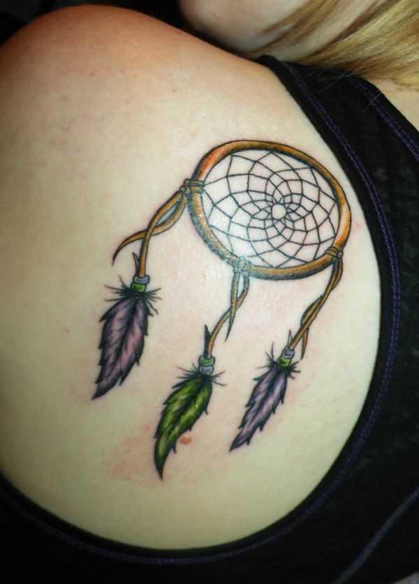 Bela tatuagem na lâmina de uma menina - o apanhador de sonhos