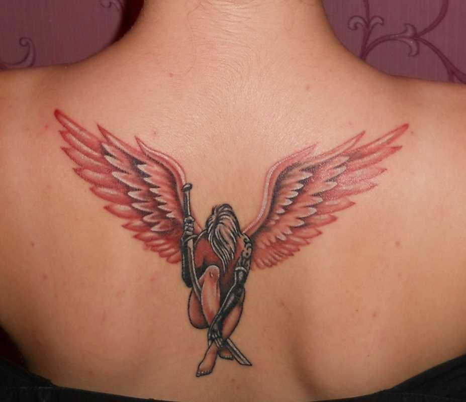 Bela tatuagem na parte de trás, a menina - anjo